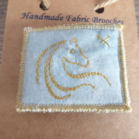 HORSE BROOCH - GOLD THREAD, FREE MOTION EMBROIDERY - HORSE HEAD