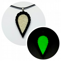 Polymer clay pendant (Glow in the dark)