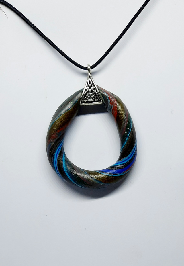 Modern twist pendant necklace