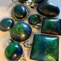 Aurora borealis pendants in resin with silver, glow in the dark!