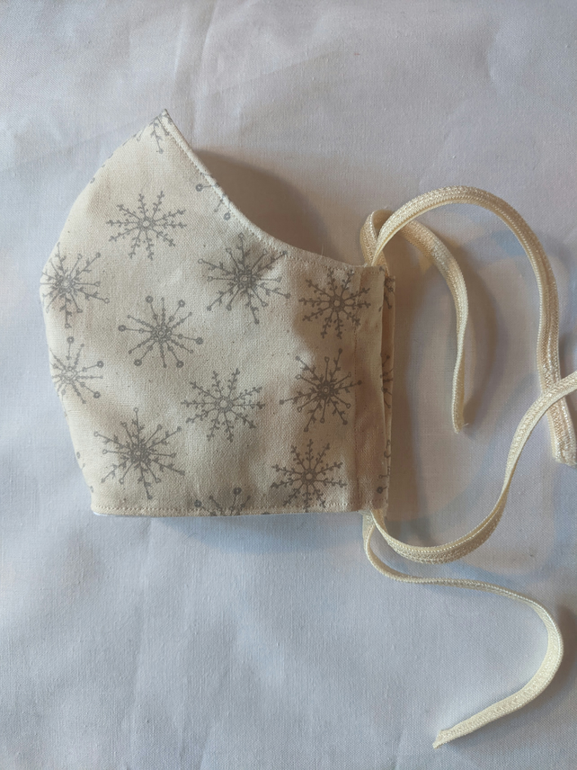 Cotton face mask with snowflake design