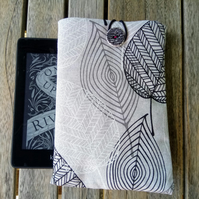Kindle cover with skeleton leaves