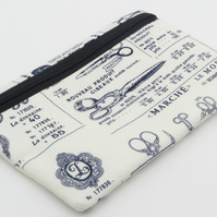 Zipped pouch with waterproof lining