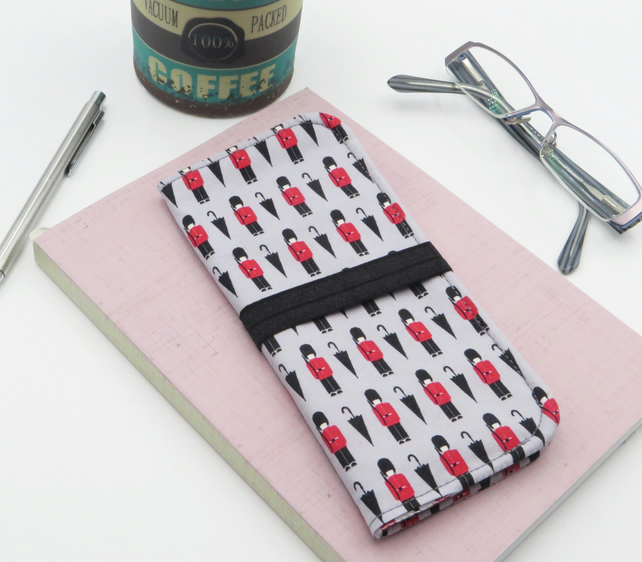Fabric compact pen wallet with elastic closure