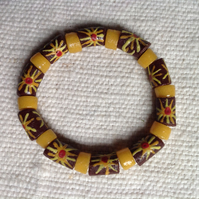 African flower beads bracelet with large, patterned beads