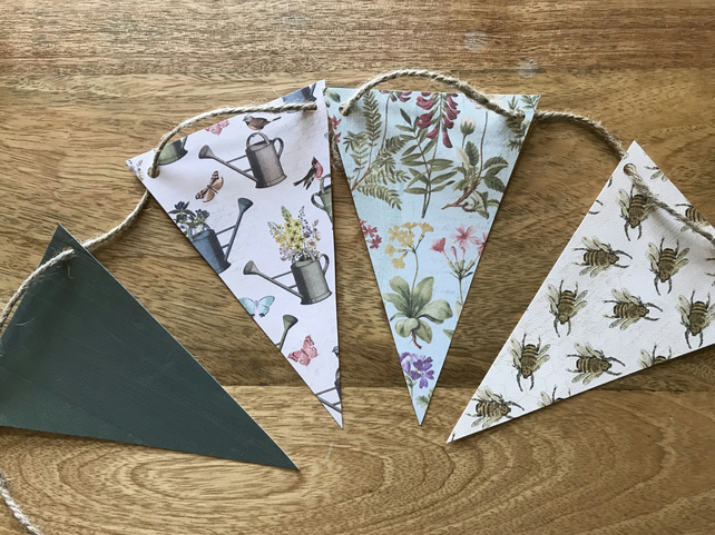 Vintage style Card Bee and Flower Bunting