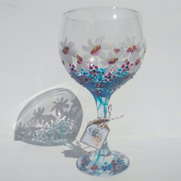 Sea of Daisies Gin Glass hand painted (can personalise)