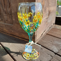 Tete a Tete Daffodils, Hand painted Wine Glass (can personalise)