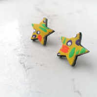 Handpainted Graffiti Leather Star Stud Earrings - Yellow