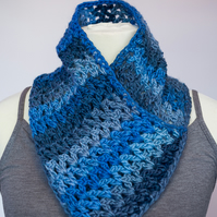 Crochet chunky cowl snood neck warmer scarf in denim colours