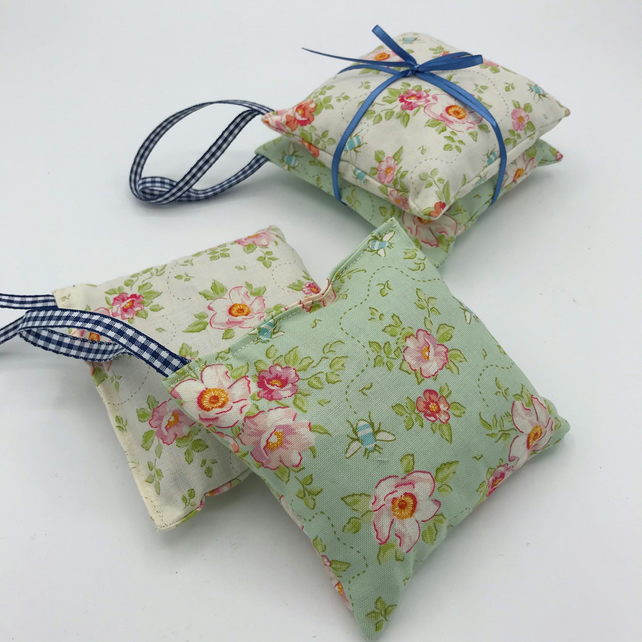 Lavender Bags - Set of 2 - Lavender Drawer Bags - Floral Cotton with Bumble Bees
