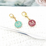 Alphabet stitch marker charm, 'M' stitch word stitch marker, 2 colours available