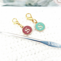 Alphabet stitch marker charm, 'S' stitch word stitch marker, 2 colours