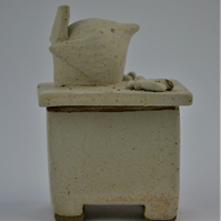 Ceramic lidded wren box