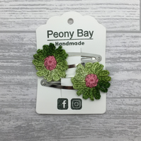 Girl's daisy hair clips, flower hair slides in green and pink