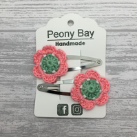 Girl's flower hair clips in green & pink, crocheted flowers