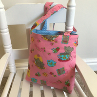 Child's reversible tote bag