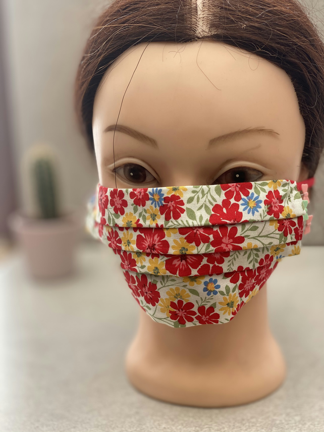 Little red flowers face mask