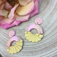 Handmade earrings in polymer clay, no146 peach sunburst