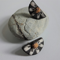 Half-moon daisy ceramic earrings