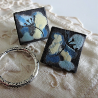 Ceramic earrings with sterling silver fittings. Seeds motif.