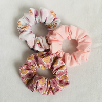 Set of Scrunchies Pinks, Set of 3 Scrunchies, Hair Accessories, Gift Ideas.
