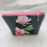 Unique Zip Purse, Stunning Coin Purse, Small Zip Pouch, Gift Ideas.