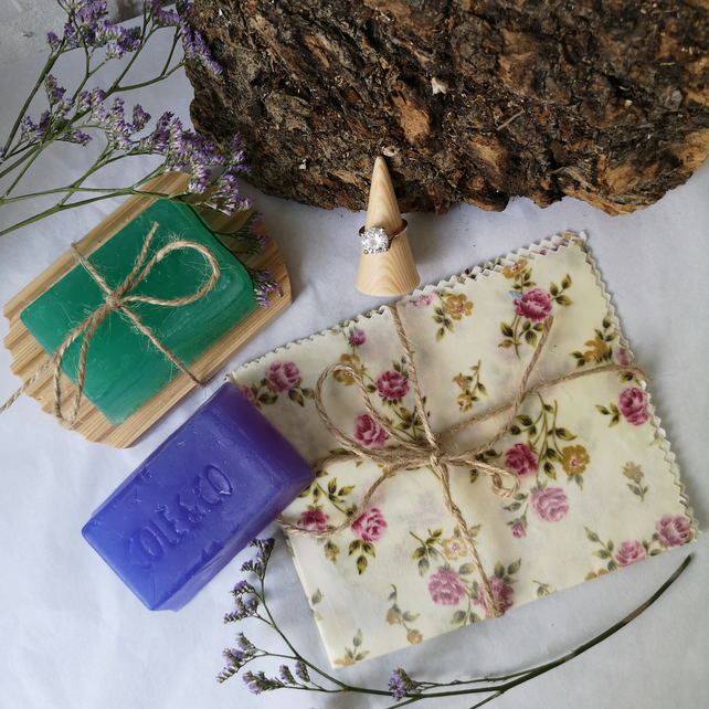 Sustainable Gift Set: Soaps, Wax Wrap and Ring stand
