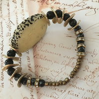 Black beauty golden bracelet