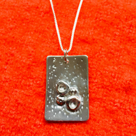 Oblong, 4 balls silver necklace