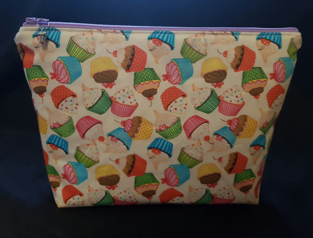 Cupcake padded makeup bag