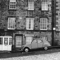Edinburgh Street and iconic french car