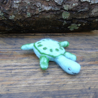 Needle felt brooch green turtle ladies jewellery wool badge wool art