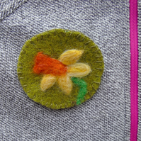Needle felt brooch Daffodil ladies jewellery wool badge
