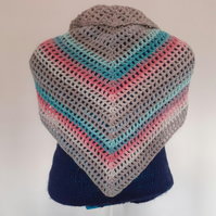 Triangular scarf-shawl with tassels