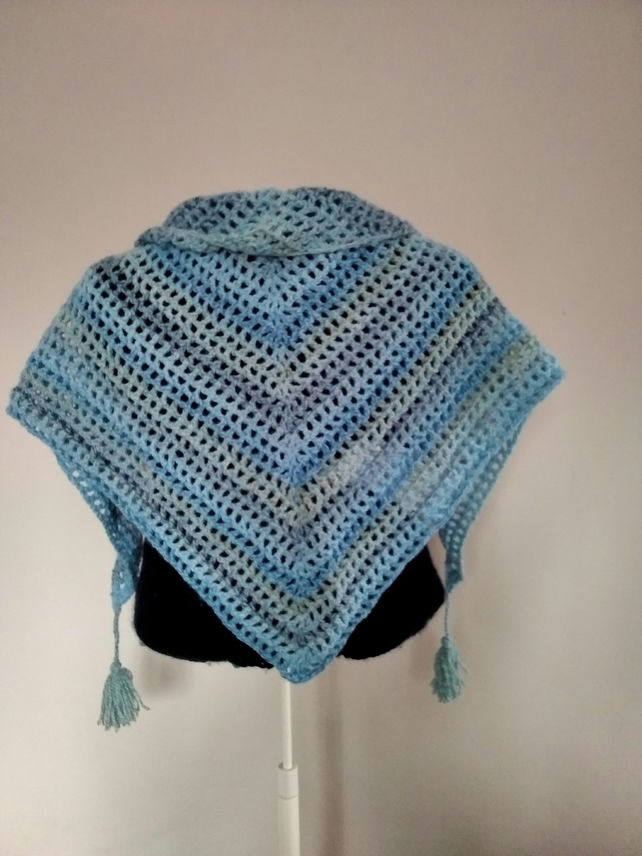 Triangular scarf with tassels