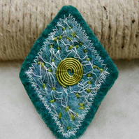 Handfelted brooch
