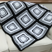 BLACK AND WHITE CROCHET THROW