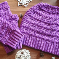 Set of a messy bun beanie and fingerless gloves mittens