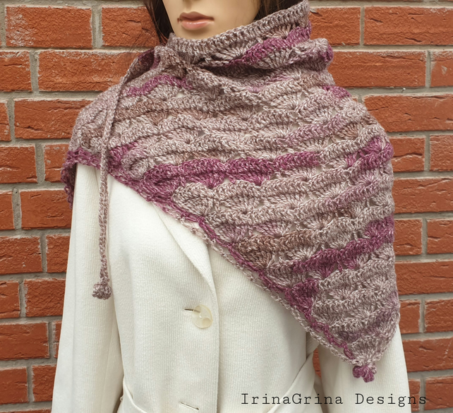 Small crochet shawl in beige and burgundy colours