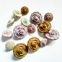 17 Mixed Rose Shank Buttons