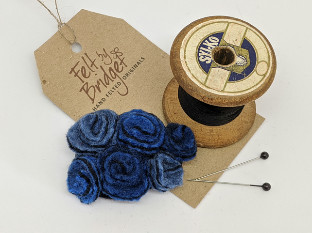Small vintage inspired felted flowers brooch in shades of blue