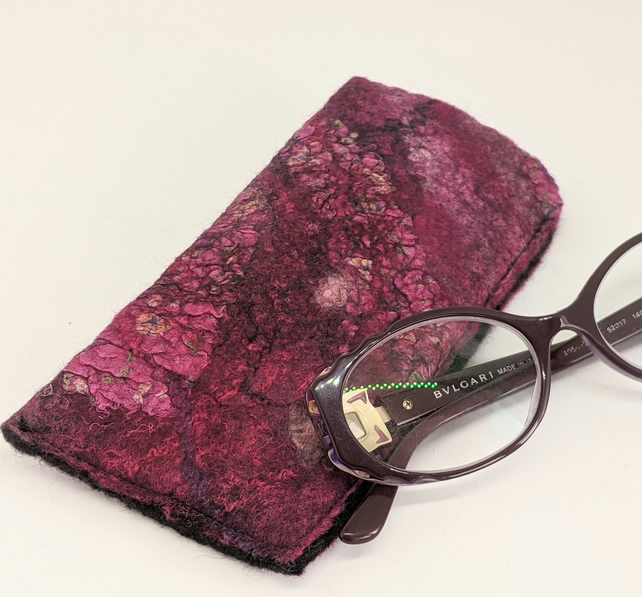 Glasses case: felted wool - deep pinks