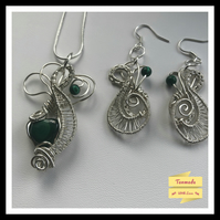 Beautiful Hand Crafted Malachite Necklace and Earrings Set