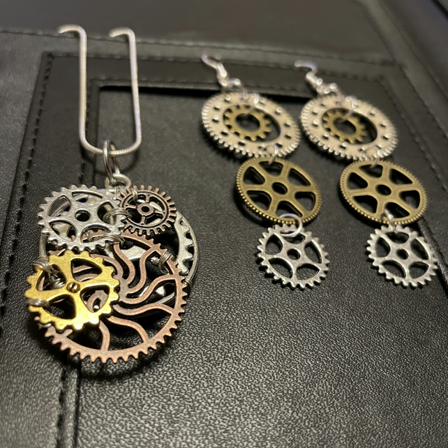 Steampunk Necklace & Earrings Gears and Cogs Set