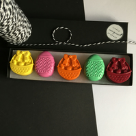 Easter Eggs and Baskets Wax Crayon Gift Set