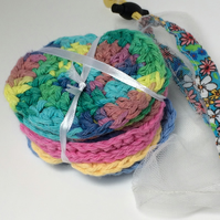 Eight face scrubbies with net washbag in bright colours.