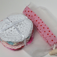 Eight face scrubbies in pastel shades with a coordinating net washbag.