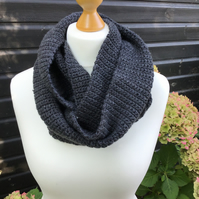 Infinity scarf in acrylic with Merino wool, charcoal
