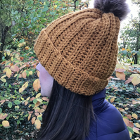 Chunky hand made hat with faux fur Pom pom